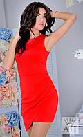 Платье с косыми углами, присборенное на юбке.