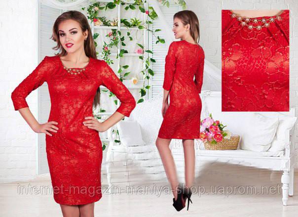 Женское платье с украшением
