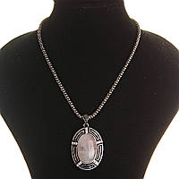[25х35мм] Кулон на цепочке Розовый кварц крупный темно серый металл со стразами овальная оправа полосатая
