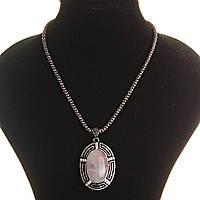 Кулон на цепочке Розовый кварц крупный темно серый металл со стразами овальная  оправа 50х38мм L-46-54см полосатая