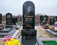 Памятник одинарный гранитный полукругом