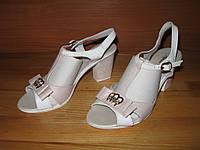 Женские босоножки на среднем каблуке, фото 1