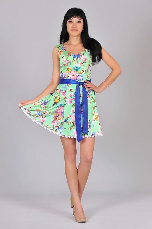 Молодежное платье с цветочным принтом и попугаями. Платье мятного  цвета