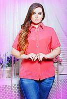 Однотонная блуза рубашечного покроя с воротничком и ажурной фигурной кокеткой большого размера 56