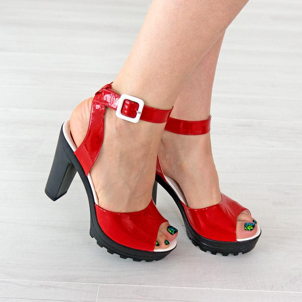 Босоножки Woman's heel красные (О-645)