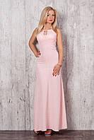 Женское летнее платье-макси пудрового цвета без рукава.
