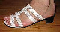 Шлепанцы женские кожаные белые на каблуке модель Л3Ж8
