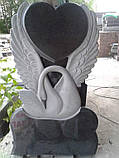 Памятники скульптуры на могилы. Лебедь с сердцем, фото 2