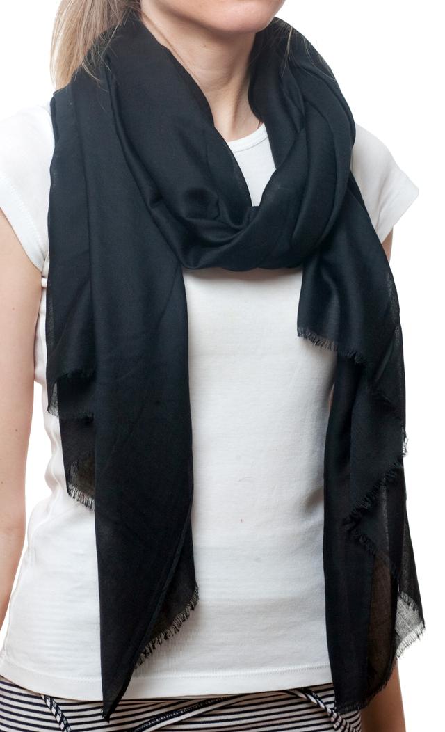 Женский черный шарф Легкий бриз 2