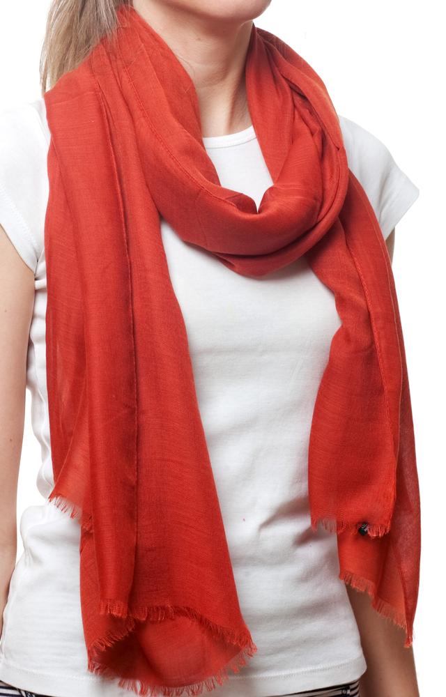 Женский рубиново-красный шарф Легкий бриз 2
