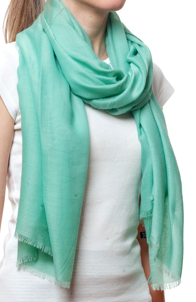 Женский мятный шарф Легкий бриз 2