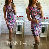 Шифоновое платье с ярким принтом
