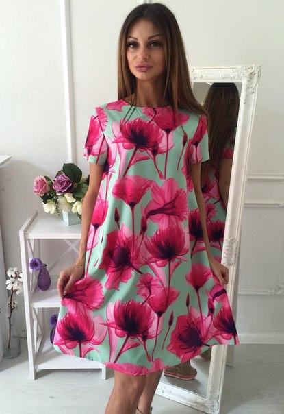 Платье-трапеция с ярким цветочным принтом