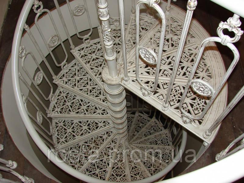 Картинки по запросу чугунная лестница   преимущества