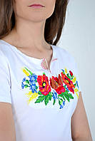 Белая женская футболка с цветочной вышивкой