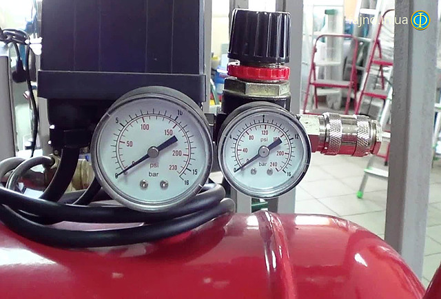 Воздушный поршневой компрессор Fiac Cosmos 50 фото манометр