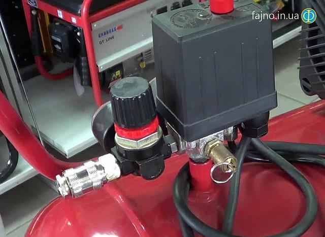 Воздушный поршневой компрессор Fiac Cosmos 50 фото коннектор