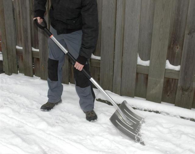 Лопата для снега облегченная Fiskars (143060)
