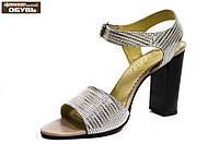 Босоножки женские кожаные серебристые на каблуке