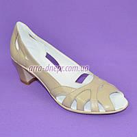 Босоножки женские кожаные бежевые на невысоком устойчивом каблуке, фото 1