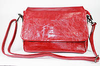 Сумка женская красная глянцевая прямоугольная с ремешком на плечо