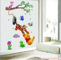 "Виниловая наклейка на стену ""Винни пух и тигра на дереве"", фото 1"
