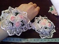 Свадебный цветок-браслет для свидетельницы на руку (цвет - розово-персиковый)