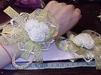 Свадебный цветок-браслет для свидетельницы на руку (цвет - кремово-золотистый)