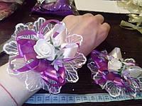 Свадебный цветок-браслет для свидетельницы на руку (цвет - сиреневый)