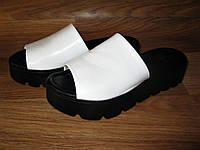 Белые шлепанцы кожаные на толстой подошве