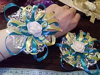 Свадебный цветок-браслет для свидетельницы на руку (цвет - национальный)
