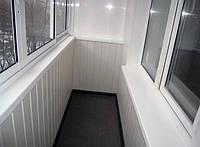 Внутренняя обшивка балкона пластиковой вангонкой