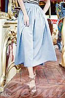 Однотонная расклешенная женская юбка длины миди с завышенной талией и боковыми карманами лен