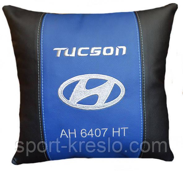 Сувенірна подушка у авто з емблемою Hyundai хюндай