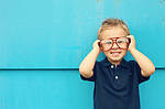 8 способов заставить ребенка полюбить очки