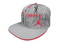 Серая кепка Jordan Air с красным логотипом