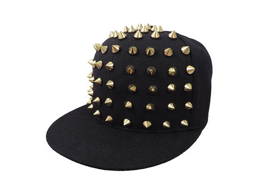 Черная кепка с золотистым шипами