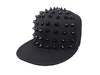 Черная детская кепка с черными шипами