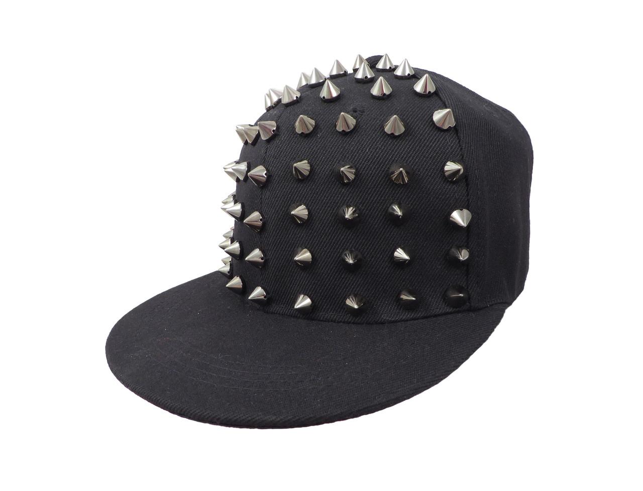 Черная детская кепка с серебристыми шипами