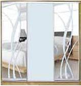 ШКАФЫ-КУПЕ с фасадами из МАТОВЫХ зеркал и зеркал с РИСУНКОМ пескоструй на 3 двери 9/7/9 лиана+м/зеркало