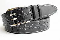 Кожаный ремень 45 мм чорный двухпальчиковый дырки по всей длине прошитый белой и серой ниткой пряжка хром