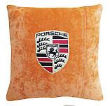 Подушка декоративная в автомобиль с вышивкой логотипа Порше, фото 2