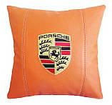 Подушка декоративная в автомобиль с вышивкой логотипа Порше, фото 3