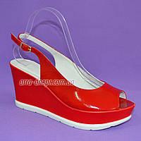 """Босоножки женские красные лаковые на устойчивой платформе от производителя ТМ """"Maestro"""", фото 1"""
