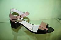Босоножки черно-коричневые мод 016