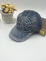 Джинсовая кепка с паутиной