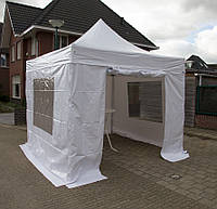Белый шатер с дверью и окнами