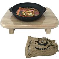 Сковорода чугунная литая с деревянной подставкой на ножках 18см, h-2,5 см..