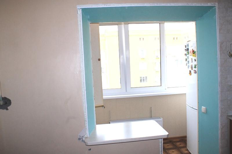 По завершению отделочных работ заказчица вынесла на лоджию холодильник с кухни, тем самым получив много свободного места на кухне.