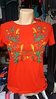Вышитая женская футболка в разных расцветках.